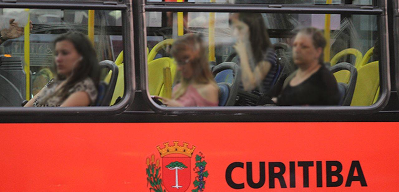 Chorar no ônibus atrai felicidade e riqueza, afirma estudo