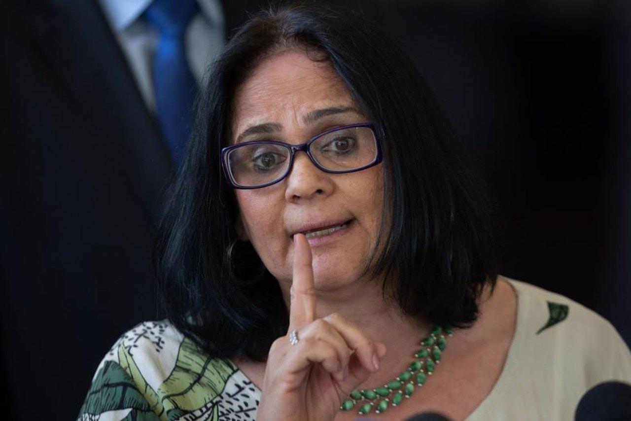Ministra Damares quer proibir Otakus no Brasil