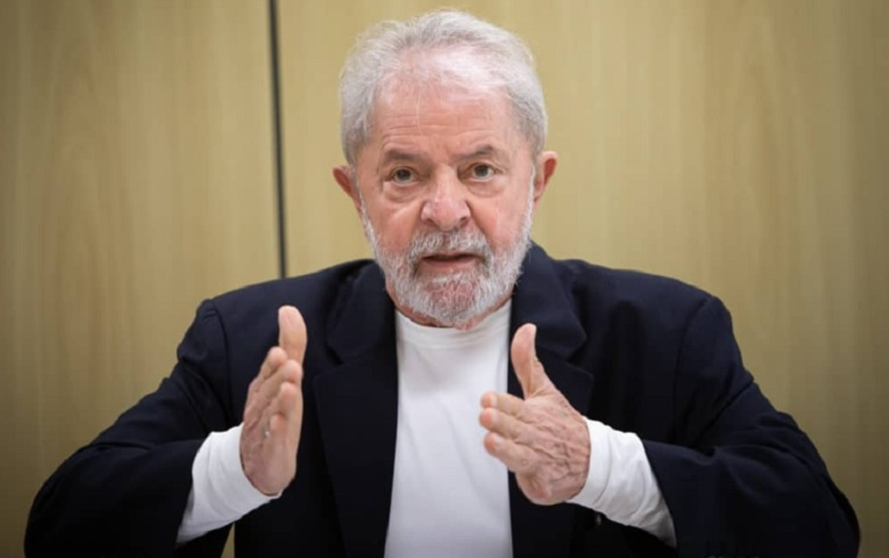 Após ingerir álcool gel, ex-presidente Lula passa por exames
