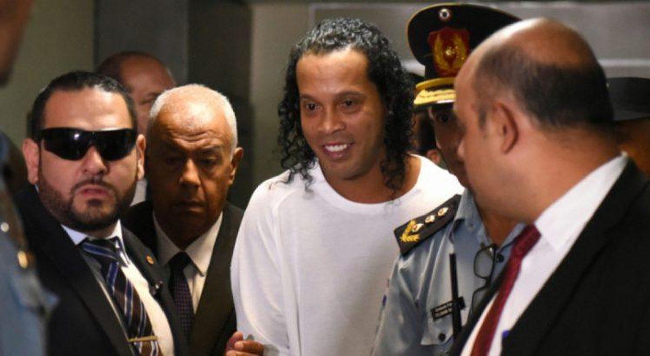 Briga para ter Ronaldinho no time da prisão termina com 8 feridos