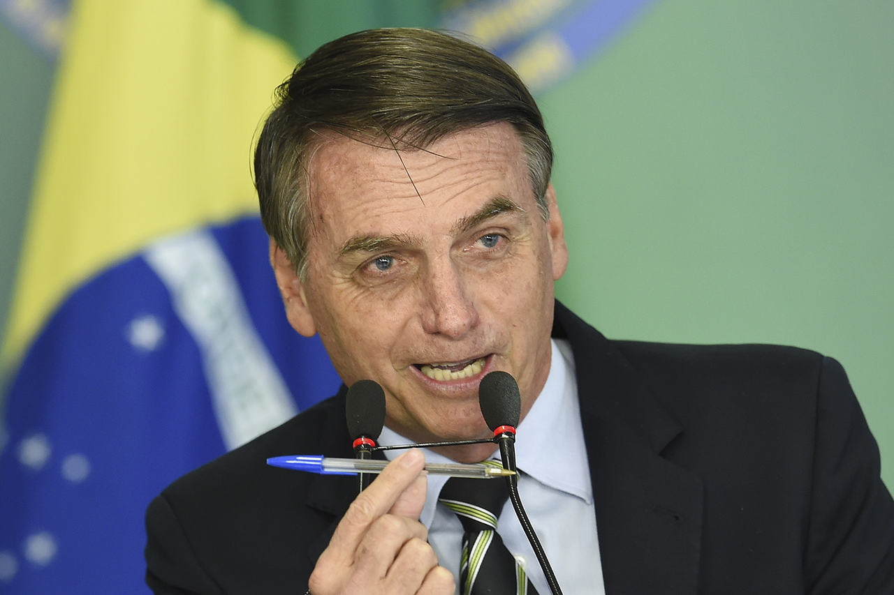 """Bolsonaro quer proibir a canção """"Evidências"""" nos karaokês"""