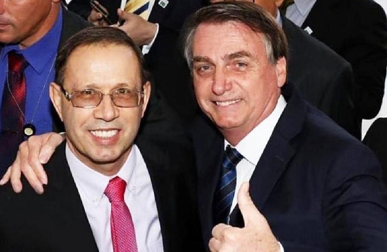 Após saída de Carlos Wizard, Bolsonaro pede música no fantástico
