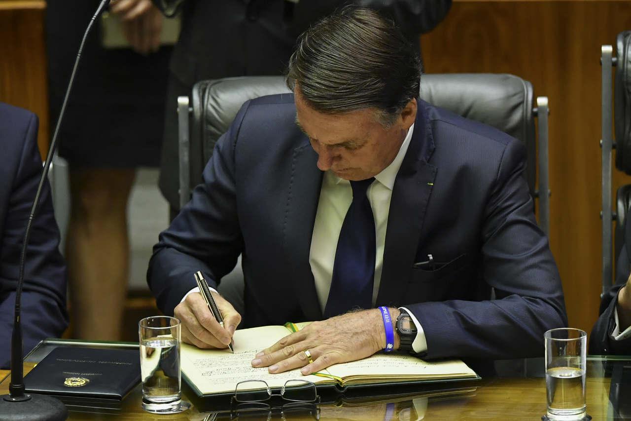 """Em decreto, Bolsonaro proíbe neve no país: """"Aqui não é a Coreia do Norte"""""""