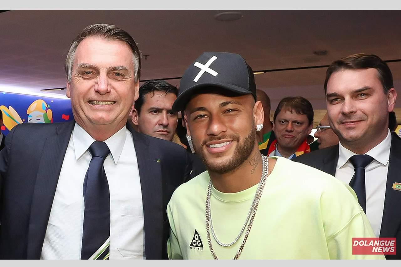 Bolsonaro estuda mudar auxílio emergencial para Neymergencial em homenagem ao atacante