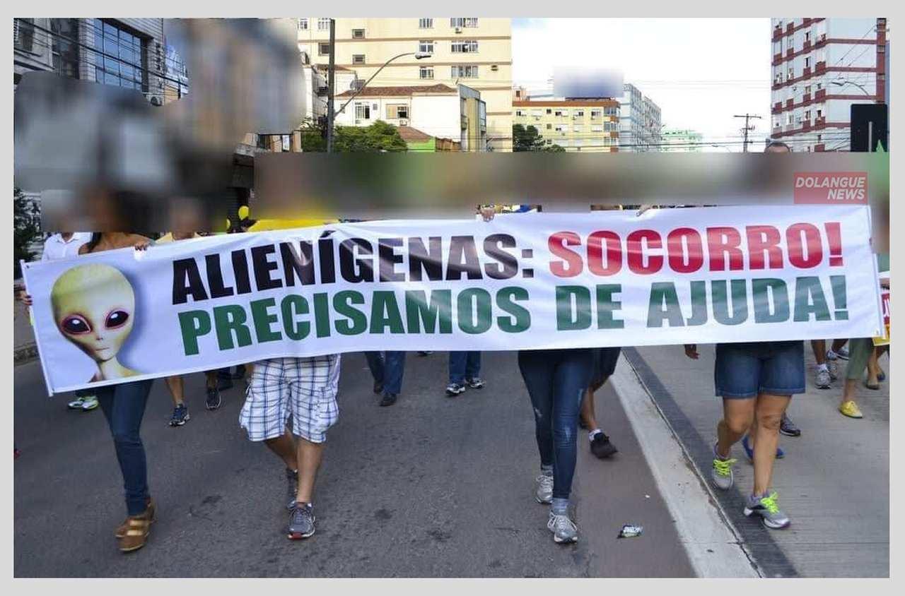 Jovens cansados pedem intervenção alienígena em passeata e a volta do RBD