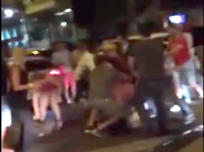 Briga entre gostosas e carecas deixam ao menos 3 homens feridos