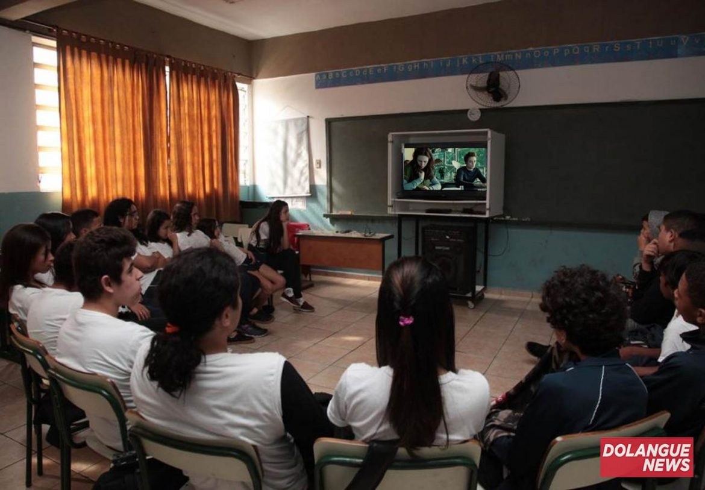 De castigo, alunos de escola particular são obrigados a assistir 'Crepúsculo'