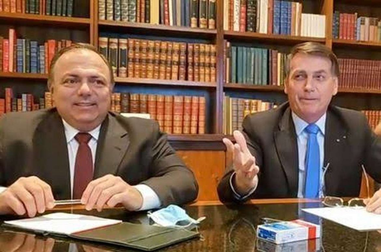 """Ao lado de Pazuello, Bolsonaro confirma que fará live falando sobre BBB21: """"É  prioridade"""""""
