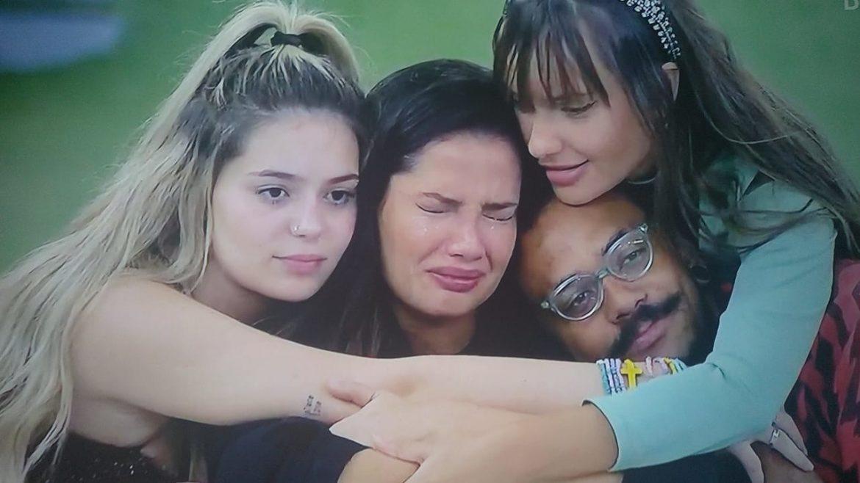 Juliette não aguenta fedor de Viih Tube e chora ao vivo horas antes do paredão