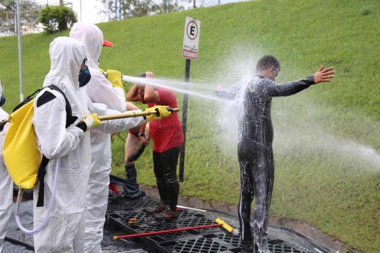 """Em operação """"Viih Tube"""", corpo de bombeiros leva água para moradores"""